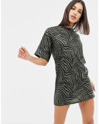 PrettyLittleThing - T-shirt Mini Dress In Khaki Tiger Print - Lyst