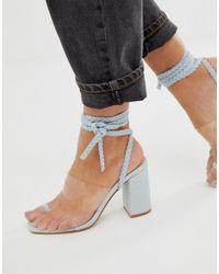4e0c360592 Public Desire Sandalias de tacón con lazada al tobillo y detalle  transparente en denim Mia