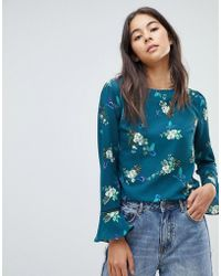 Oasis - Butterfly Print Fluted Sleeve Top - Lyst