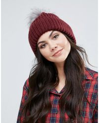 Alice Hannah - Chunky Knit Hat With Faux Fur Pom Pom - Lyst