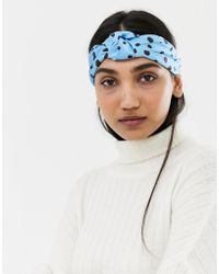 bf246f0e36bb26 ASOS - Kopfband mit Knoten vorn und blauem Punktemuster - Lyst