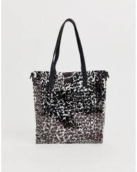 9684569fe094 Love Moschino Patent Leopard Tote in Brown - Lyst