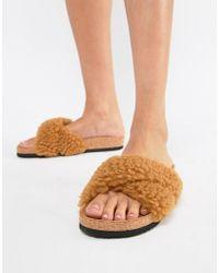 eb4587f032 Monki - Sandalias cruzadas y esponjosas de piel sinttica en marrn de - Lyst