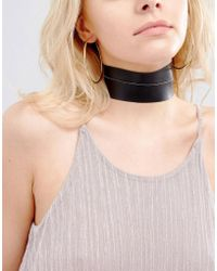 Vanessa Mooney - Leather Look Chunky Choker With Gold Plated Chain - Lyst