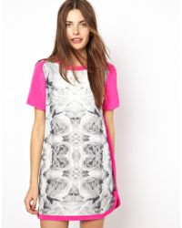 Finders Keepers You Belong To Me Tshirt Dress in Rose Print - Lyst