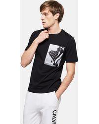 Calvin Klein - T-Shirt Con Stampa Bandiera - Lyst
