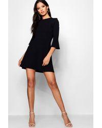 e2fdeac42eb1f Boohoo Boutique Si Choker Lace Flute Sleeve Shift Dress in Black - Lyst