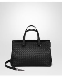 38a061a36f Bottega Veneta - Medium Top Handle Bag In Nero Intrecciato Nappa - Lyst