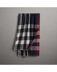 Burberry - The Lightweight Cashmere Scarf In Check Navy - Lyst
