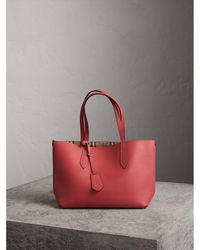 45c66e012af7 Burberry - The Medium Reversible Tote In Haymarket Check And Leather Coral  Red - Lyst