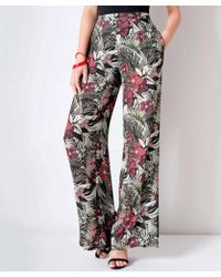 0916292a7ab Damart Tropical Print Trousers in Red - Lyst