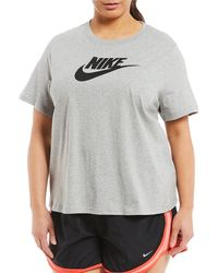 c50e0ffdd6a Lyst - Nike Essential Logo Cropped Tee in Pink