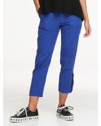 d20a67011427c5 DKNY - Twill Cropped Cargo Pant With Zip Detail - Lyst