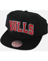 c7de8bbfe0f Lyst - Mitchell   Ness Chicago Bulls Straight Shot Snapback in Black ...