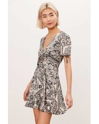 Kimchi Blue - Tie-front Keyhole Fit + Flare Dress - Lyst