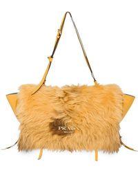 Prada - Handtasche mit Shearling - Lyst