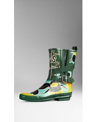 Burberry Belted Book Cover Print Rain Boots - Lyst
