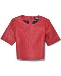 VEDA - Leather Crop Tee In Crimson - Lyst