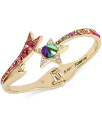 Betsey Johnson - Gold-tone Multi-stone Shooting Star Hinged Bangle Bracelet - Lyst