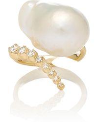 Mizuki - Graduated Curved Diamond And Baroque Pearl Ring - Lyst