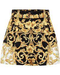 Versace - Seidenshorts mit Barock-Print - Lyst