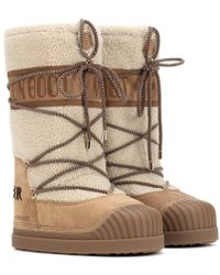 Moncler - X Moon Boot ® - Stivali doposci in suede e shearling - Lyst