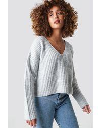 NA-KD - Boxy V Neck Knitted Sweater Light Grey - Lyst