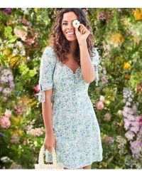 c0adf79c54 New Look - Green Ditsy Floral Lace Up Milkmaid Dress - Lyst