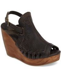 Very Volatile | Carry Wedge Sandal | Lyst