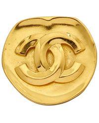fd7f00214 Chanel Gold-tone Cc Circle Pin in Metallic - Lyst