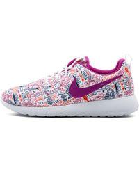 new arrivals f0389 de7e1 Nike - Wmns Roshe One Print Prem - Lyst