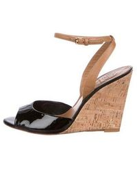 32a43907e3b9 Lyst - Tory Burch Patent Leather Platform Wedges in Black