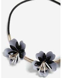 TOPSHOP - Resin Flower Collar Necklace - Lyst