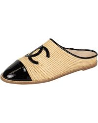 Chanel - Beige Patent Leather Flats - Lyst