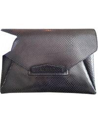 a54baccb4e3 Givenchy Small Black Antigona Envelope Clutch Bag in Black - Lyst