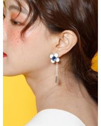W Concept - White Flower Leather Earing - Lyst