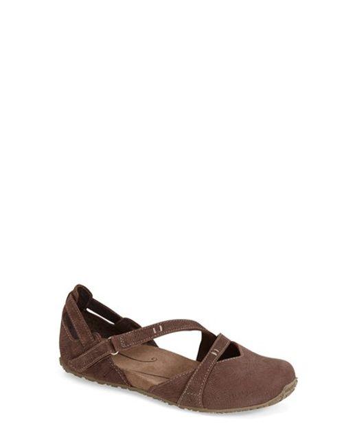 Ahnu | Brown 'tullia' Embossed Nubuck Yoga Flat | Lyst