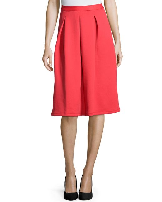Neiman Marcus online. Our Neiman Marcus online page offers you useful information about this brand, which thus far you perhaps weren't able to find. You will learn about the Neiman Marcus stores, their opening hours and you will even find here maps to the nearest stores.
