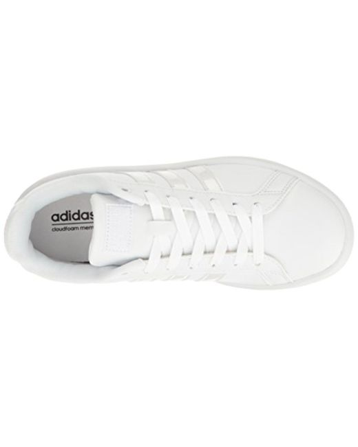 lyst adidas originali cloudfoam vantaggio scarpe bianche