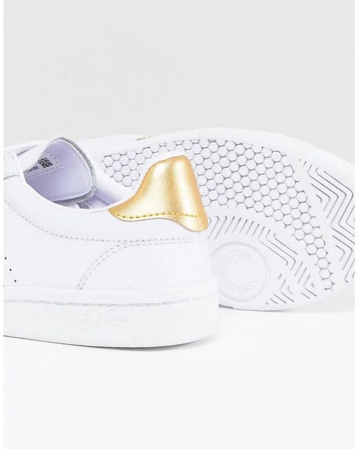 Fred Perry B721 Lace Up Sneaker with Perforated Detail dulSW