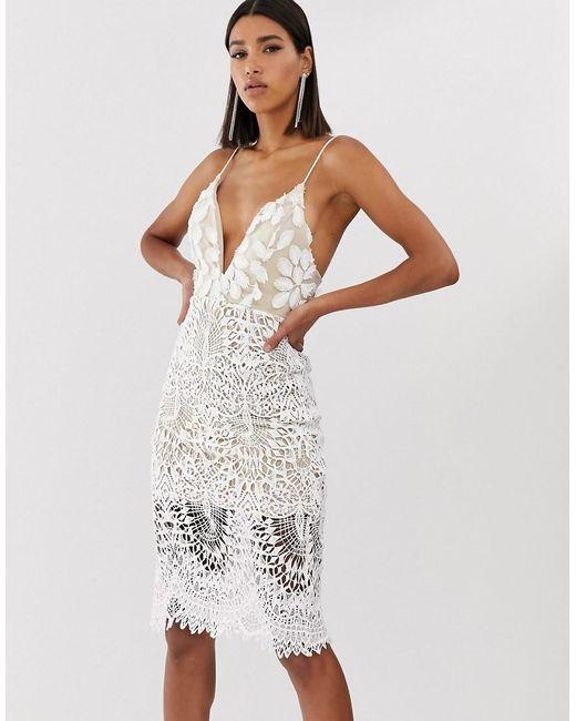 Vestido midi blanco de tirantes con escote delantero y aplicaciones 3D Love Triangle de color White