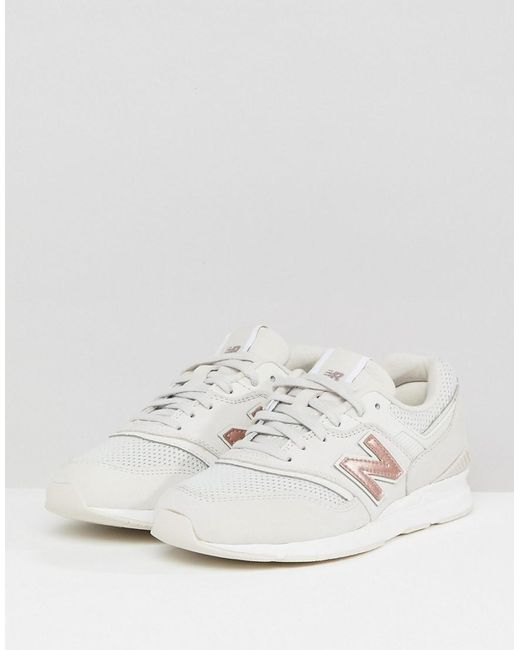 697 Trainers In White And Gold - White New Balance q5g8Y