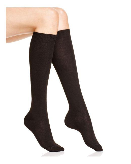 Hue | Black Flat Knit Knee Socks | Lyst