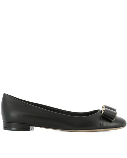 Ferragamo - Women's Black Leather Flats - Lyst