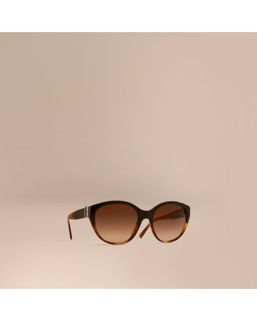 Burberry | Brown Buckle Detail Round Frame Sunglasses In Tortoise Amber | | Lyst
