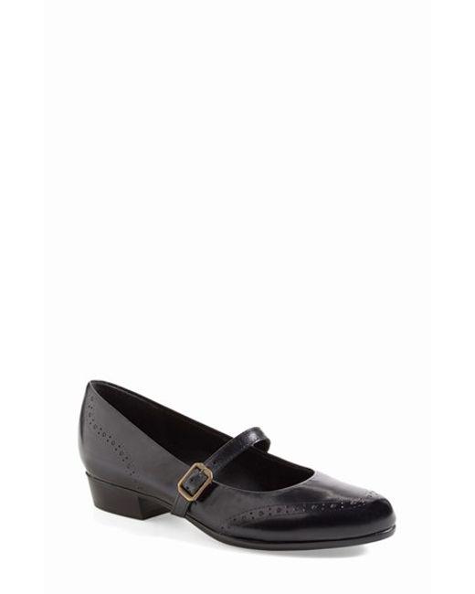 Munro | Black Whitney Leather Mary-Jane Flats | Lyst