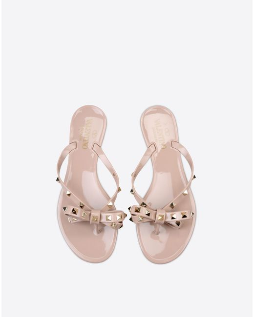 valentino rockstud pvc flip flops in pink poudre lyst. Black Bedroom Furniture Sets. Home Design Ideas