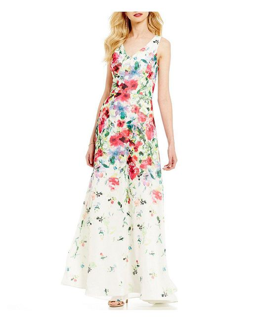 David Meister | White V-neck Printed Chiffon Floral Sheath Gown | Lyst