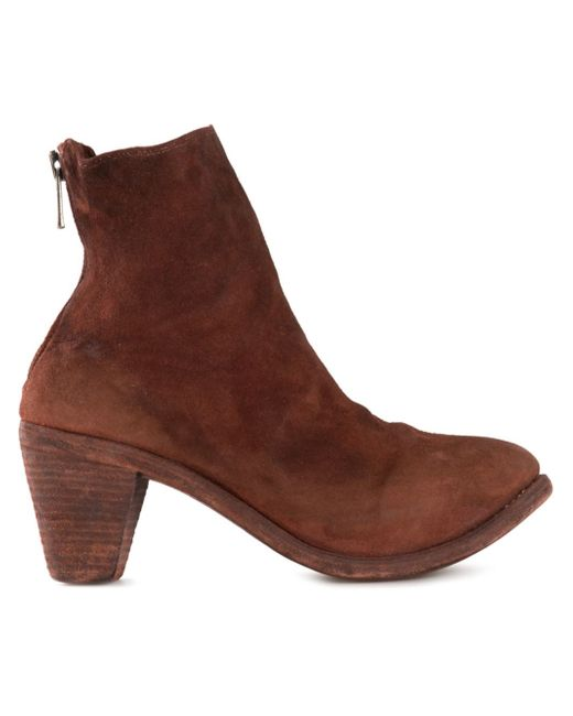 Ankle boots UK will definitely be right in there. It brings you an array of options both in casual boots and leather ankle boots. Among the casual boots, the canvas-styled high-ankle shoes are very popular.