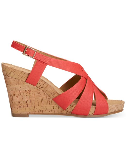 aerosoles guava plush wedge sandals in pink coral combo